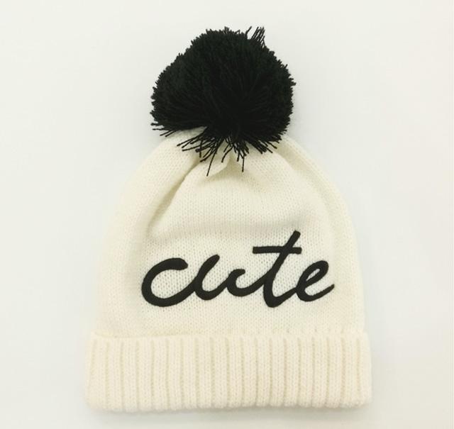 混色毛球针织帽